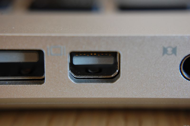 800px-Mini_DisplayPort_on_Apple_MacBook