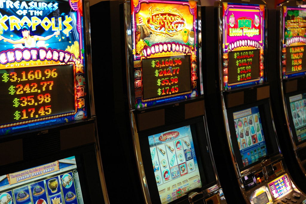 Hollywood Casino Slots (CC BY-ND 2.0) by Social_Stratification