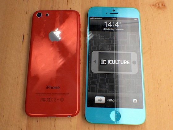 concept-rode-inch-budget-iphone-naast-blauwe-inch-iphone
